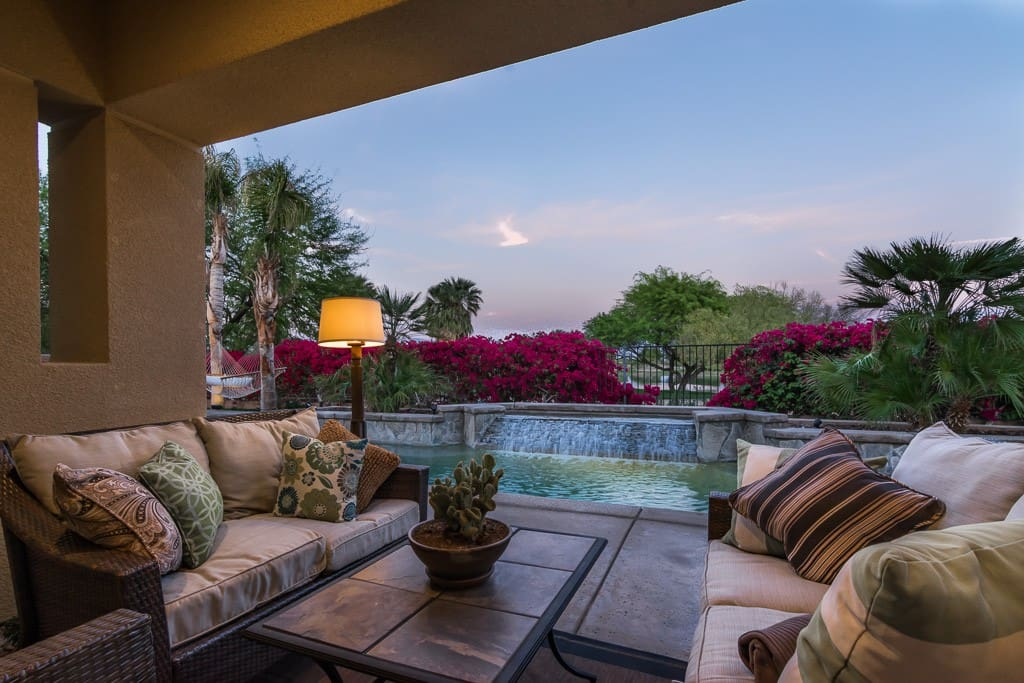 BACKYARD TERRACE - CASA SONORA GRANDE - PALM SPRINGS VACATION RENTAL POOL HOME
