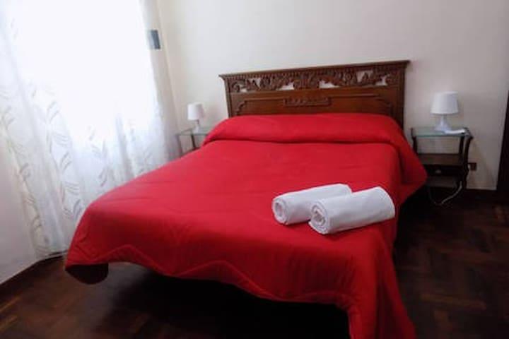 Camera familiare con Bagno e wifi piazz Repubblica