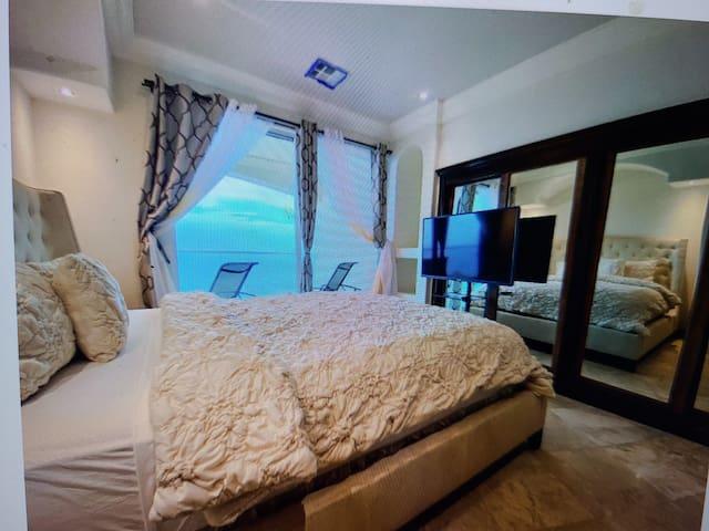 King Bed 1: Ocean View