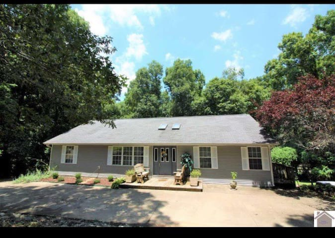 Lake Barkley 5 Bdrm/ 3 Bath!