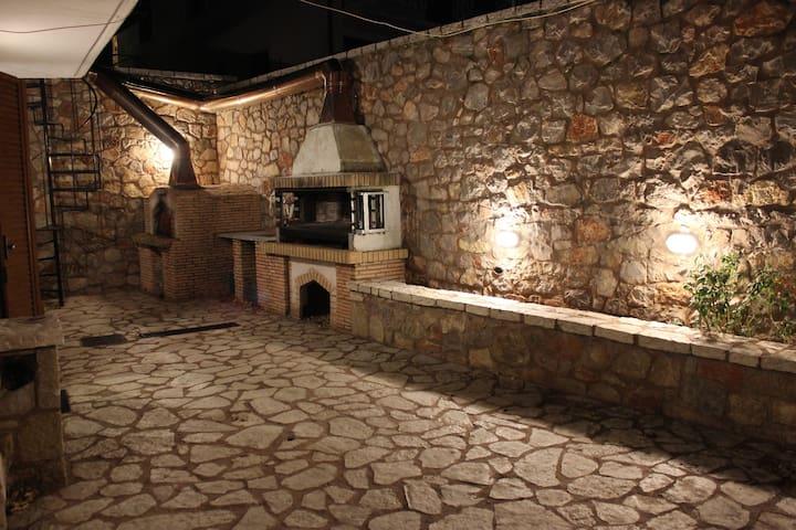 Παραδοσιακό διαμέρισμα στο κέντρο της Αράχωβας
