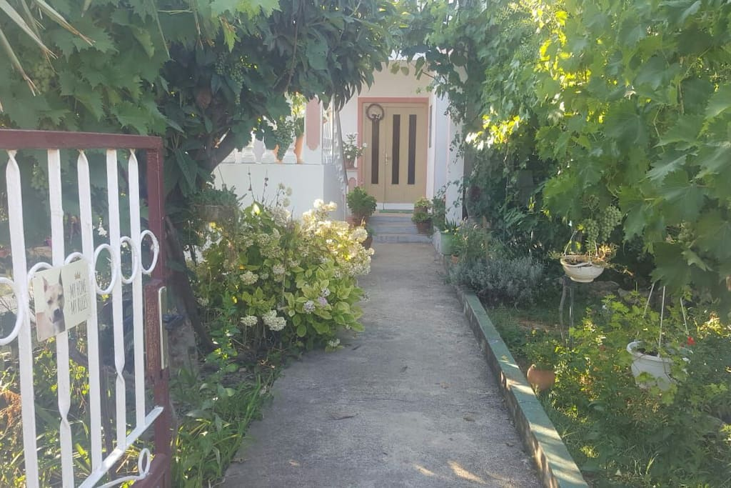 ulaz u kucu i vrata od stana