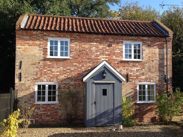 Hall Garden Cottage - A Norfolk Countryside Gem