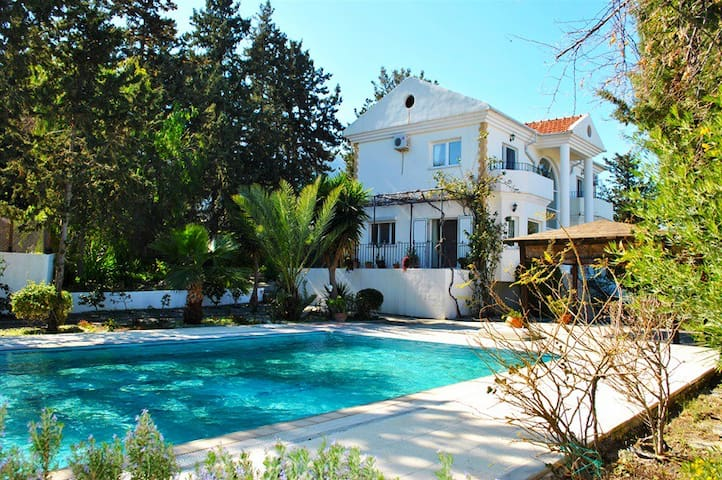 Bellapais villa surrounded by green trees sleeps up to 7 pax - Bellapais - Villa