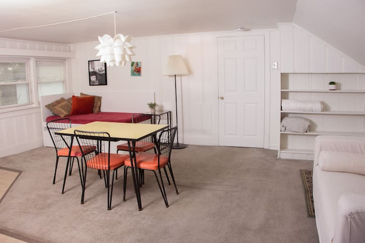 50s Style, Modern Comfort in Sylvan Park