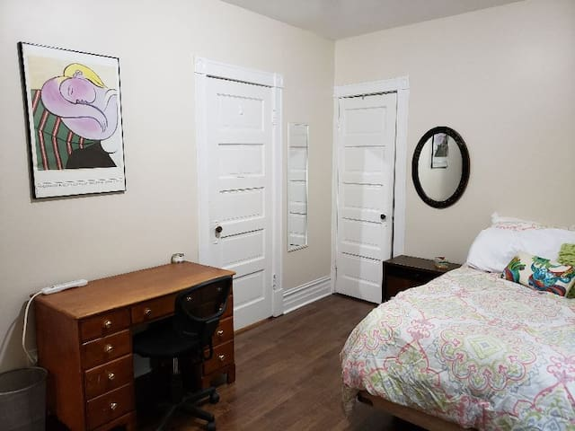 Comfortable Room in the heart of Campus Area