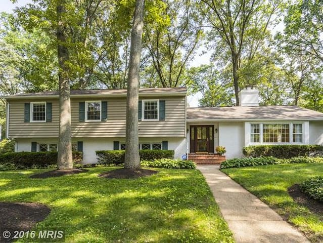 Newly-Renovated Chartwell Retreat - Severna Park - Casa