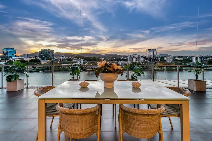Stunning Waterfront Penthouse 3-Bed Luxury