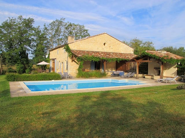 Stunning Barn Conversion, Sleeps 8, Private Pool. - Villefranche-de-Lonchat - Villa