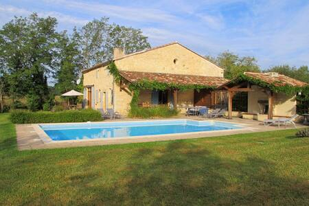 Stunning Barn Conversion, Sleeps 8, Private Pool. - Villefranche-de-Lonchat