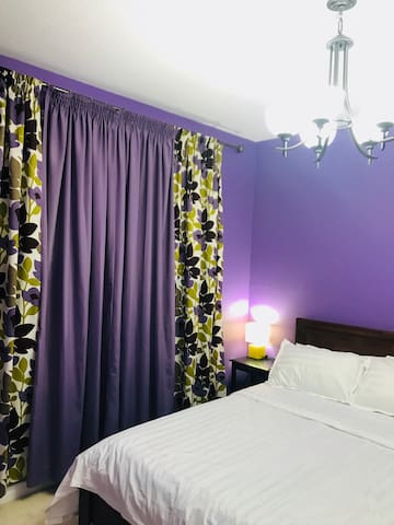 Queen Bed Room1