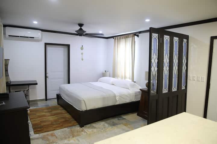 Safe San Ignacio Home! King Bed & Super Fast WiFi!