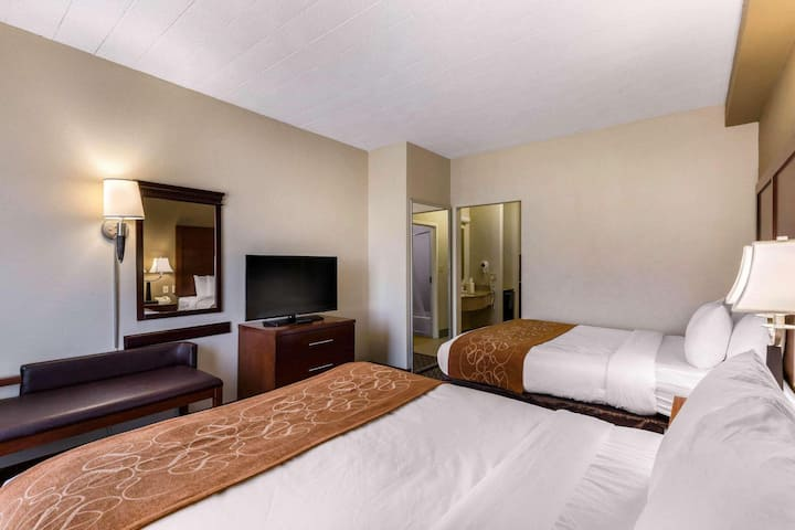 Sophisticated Suite Two Double Beds Non Smoking At Suburbs