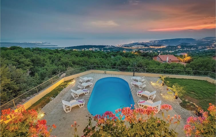 Holiday cottage with 4 bedrooms on 141 m² in Hreljin