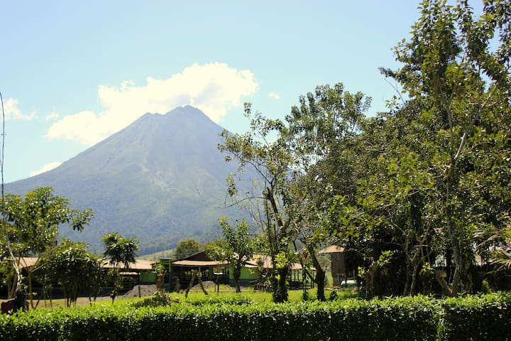 Abuela Flory Home & Access to Arenal Manoa Hotel - ลาฟอร์จูน่า - บ้าน