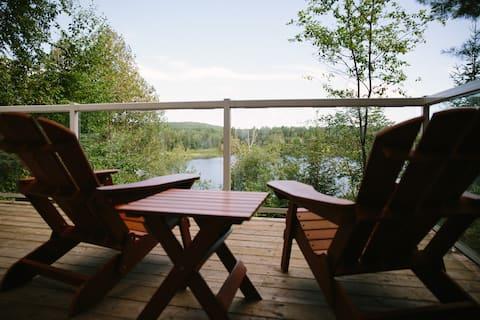 Forest Springs Cottage - Lakefront Getaway