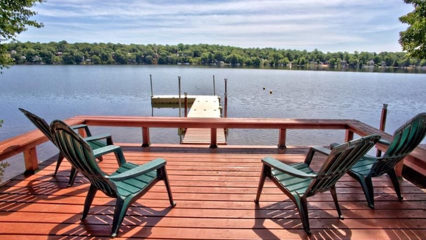 Beautiful CT Direct Lakefront Vacation Paradise