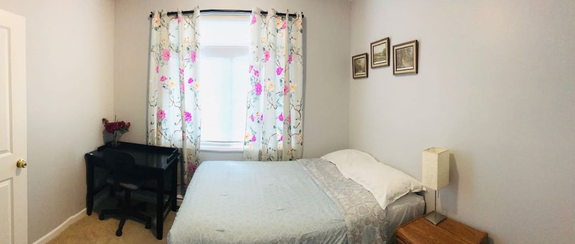 Spacious Room in Surrey near Guilford Centre