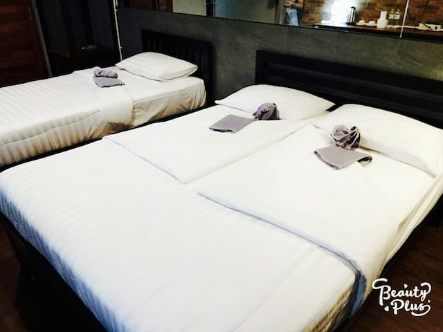 Deluxe Twin Room in Vibrant Ratchada Near to Metro