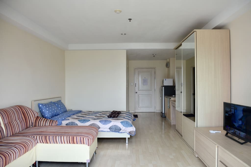 Spacious room with smart TV