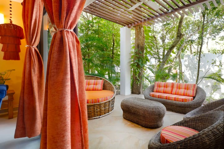 Chic Luxe 2BR Oasis in Akumal  Pool  AC