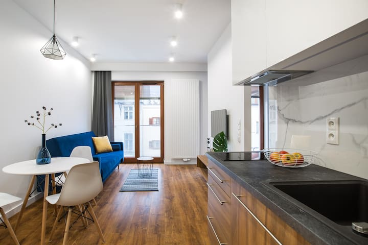 Apartment with balcony near The Old Market Square