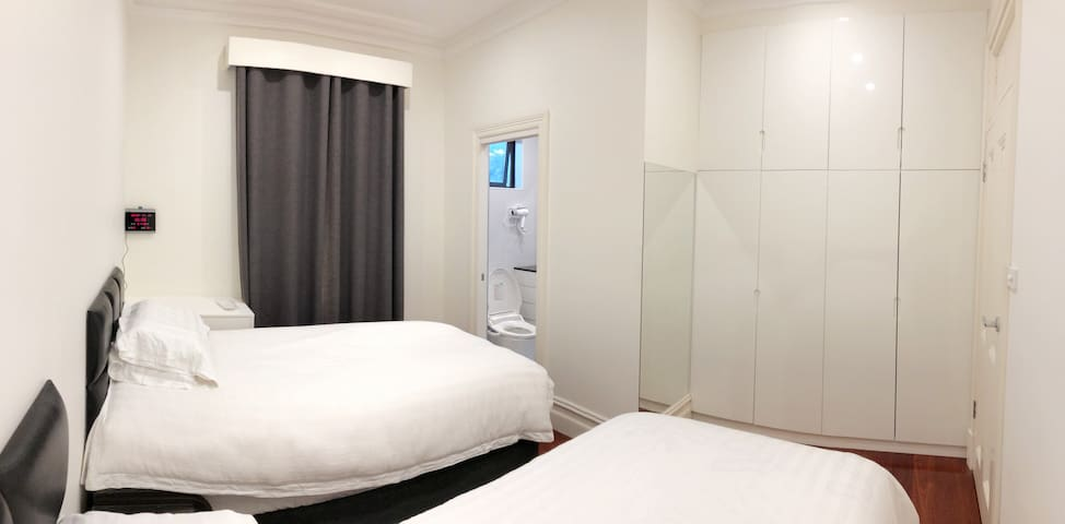 Twin Room 2 king single beds+Private Bathroom (C)