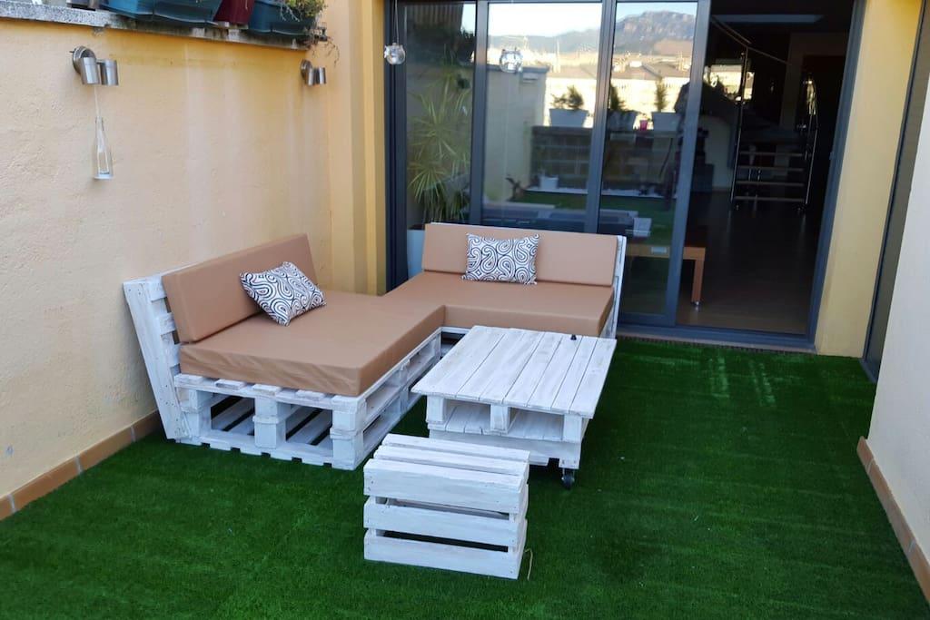Preciosa terraza chilout con posibilidad de servicio de cócteles,  desayuno y barbacoa de carne o vegetariana