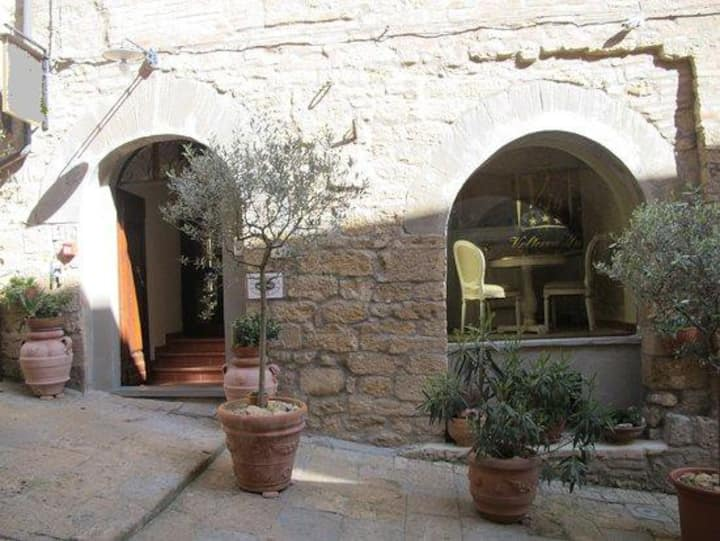 Luxury rooms in small hotel center of Volterra