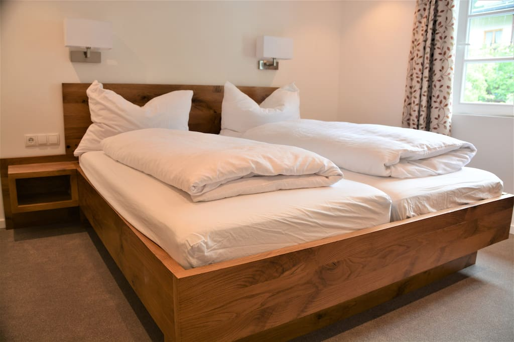 Bedroom 1 (King SIze Bed)
