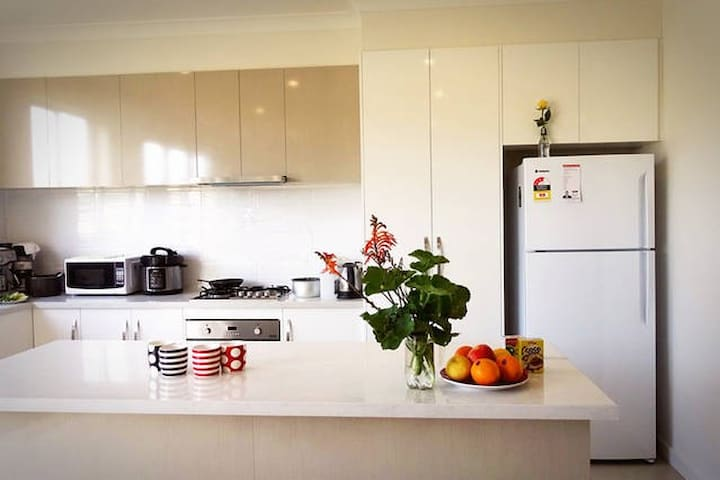 Comfortable rooms in a brand new house - Hectorville - Townhouse