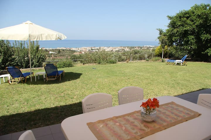 SEA BREEZE VILLA, sea view, near beach & Rethymno