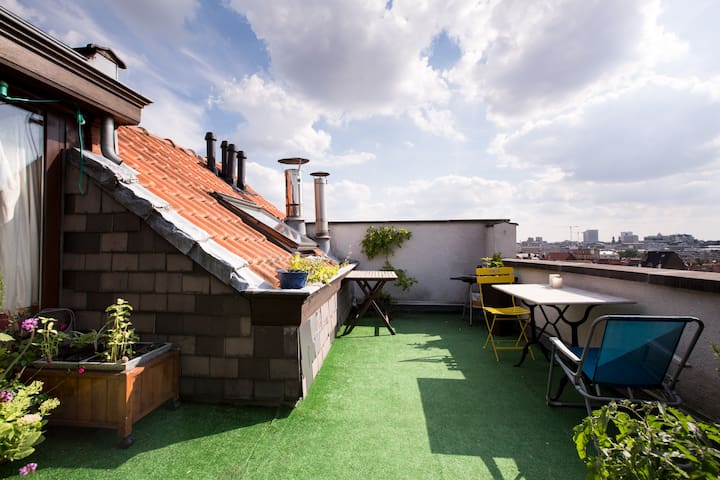 Room in a spacious and bright rooftop with a view