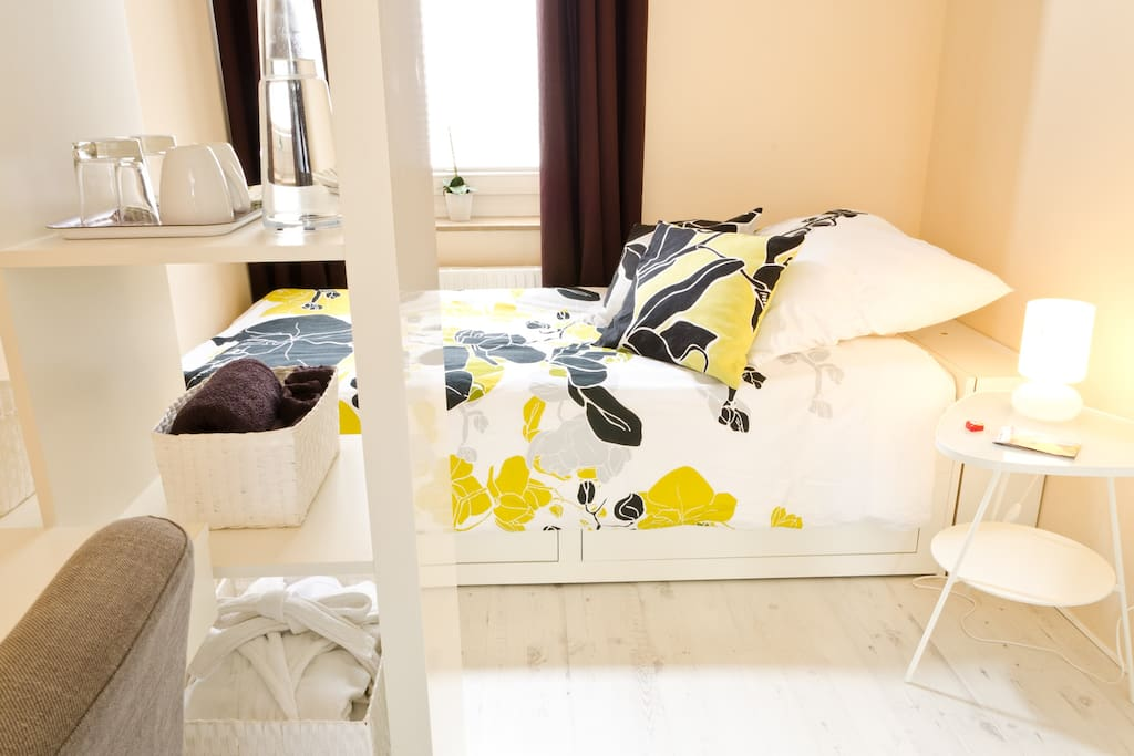 Guest room: Comfy bed, fresh towels and a robe for you. The bed can be turned into a double bed.
