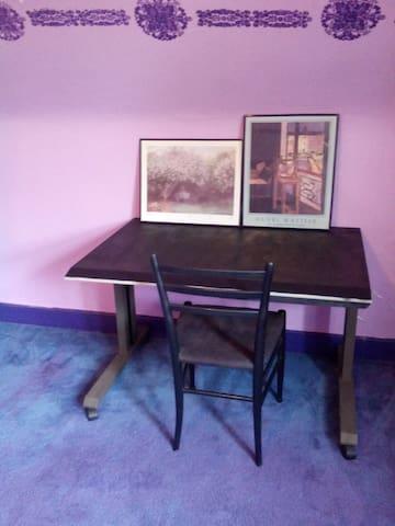 Quiet, comfortable attic bedroom. - New Brunswick - House