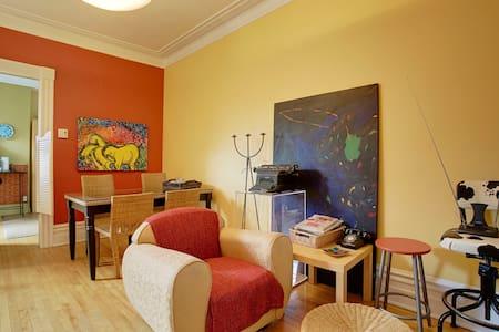 Bedroom Douillette Mont-Royal Metro - มอนทรีออล - อพาร์ทเมนท์