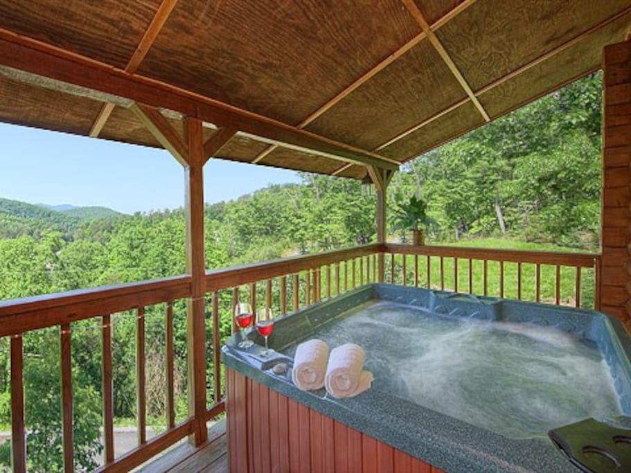 Hot Tub & Mountain View