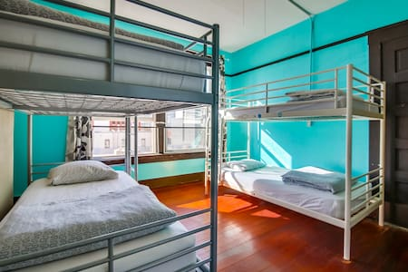 1 bed mixed dorm in fun, hip hostel - San Diego - Bed & Breakfast