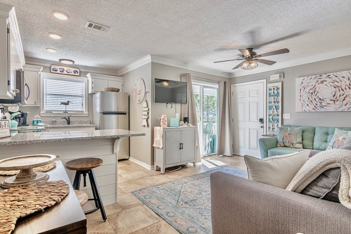The beauty of 30a! Grd floor villa, just 3 minutes to the sand - pet friendly!