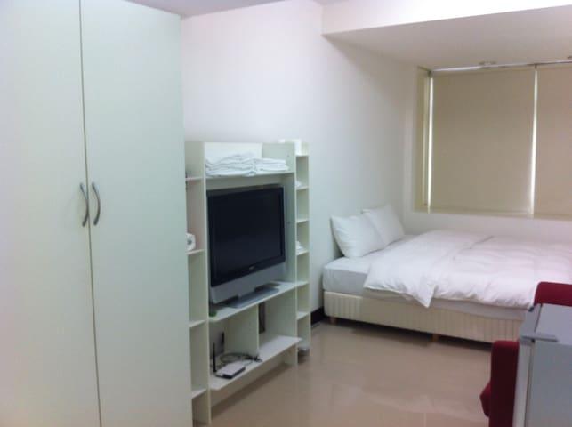 中山國中捷運站/松山機場旁/兩張單床(two single beds)