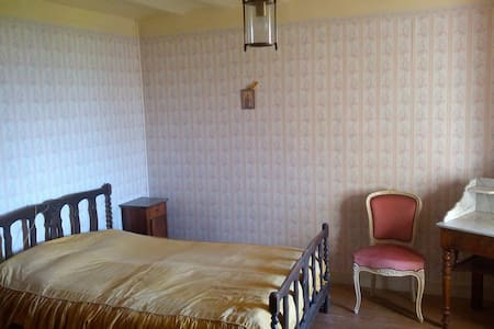 Small apartment in a castle - Moissieu-sur-Dolon