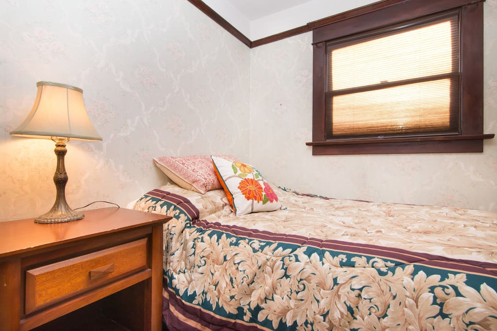 Upper level two rooms with master case in affitto a for Letto in stile artigiano