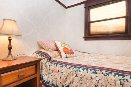 upper level two rooms with master  - Monterey Park - Σπίτι