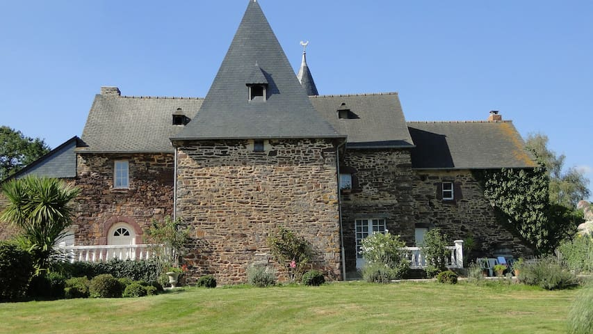 Accueil manoir de la haie chapeau - Saint-Thurial - Castle