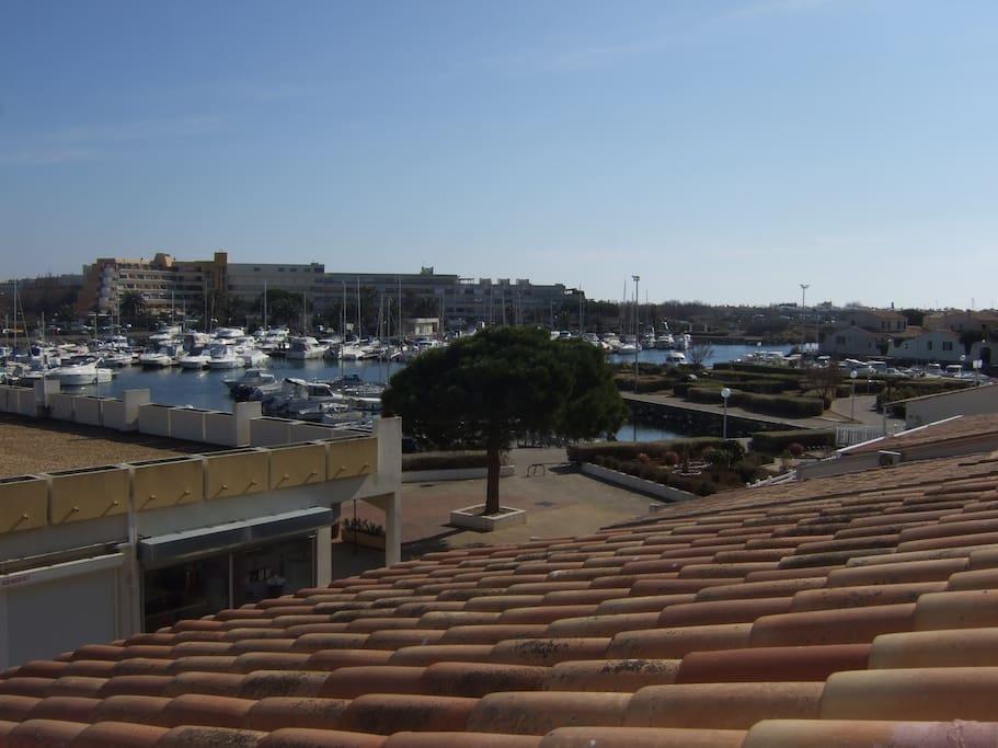 Vue de la terrasse sur le port