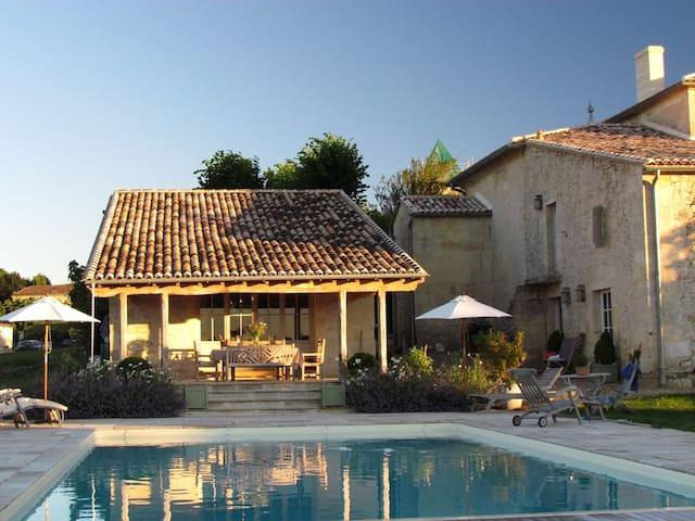 Entire home near St Emilion & Bordeaux with Pool. - Saint-Vincent-de-Pertignas - Haus