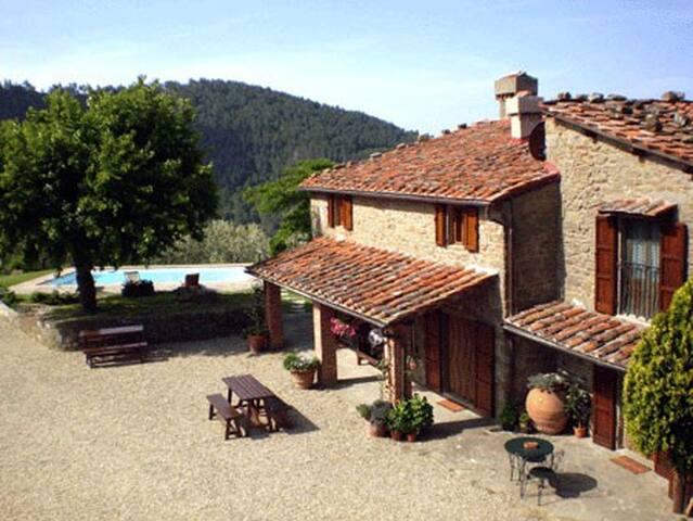 Colonica in pietra, piscina privata in esclusiva - Reggello