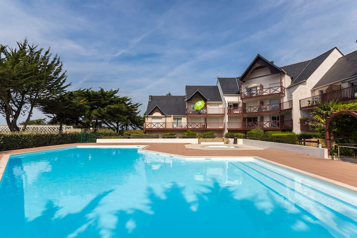 La baule t2 av piscine 800 m plage flats for rent in la for Piscine la baule