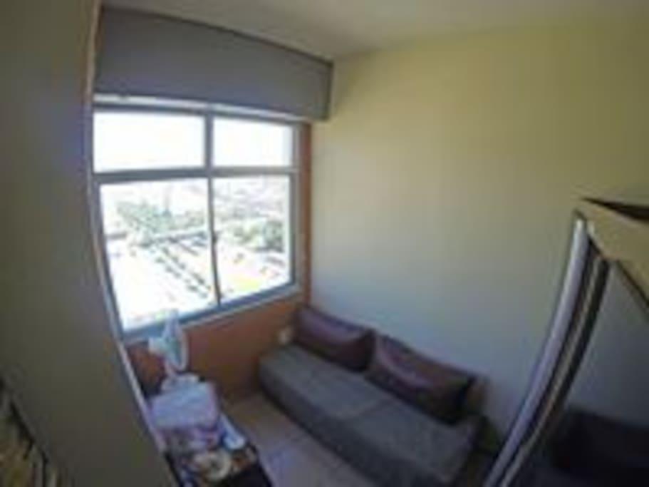 Entrada da sala para o quarto - organização antiga a mesa agora está na sala