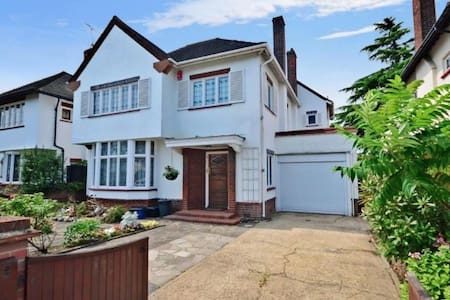 Lovely big house with vintage features - Ilford - Maison